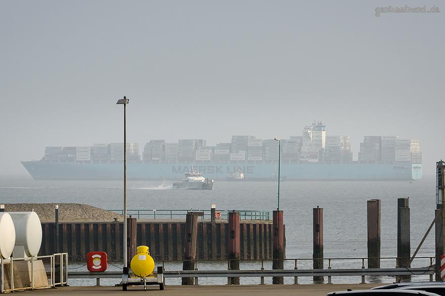 JADEWESERPORT WILHELMSHAVEN: Containerschiff MAERSK GUATEMALA (L 337 m) auslaufend