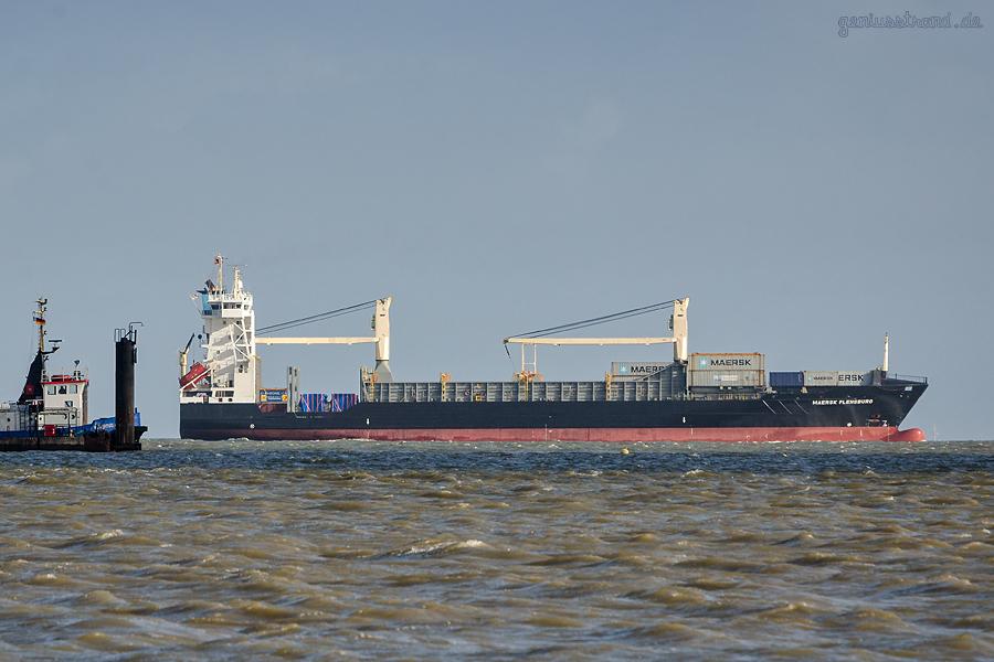 CONTAINER TERMINAL WILHELMSHAVEN (CTW): Containerschiff MAERSK FLENSBURG (L 134 m)
