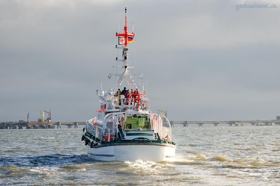 Hooksiel Außenhafen: Der Seenotrettungskreuzer VORMANN STEFFENS verlässt letztmalig seinen Liegeplatz