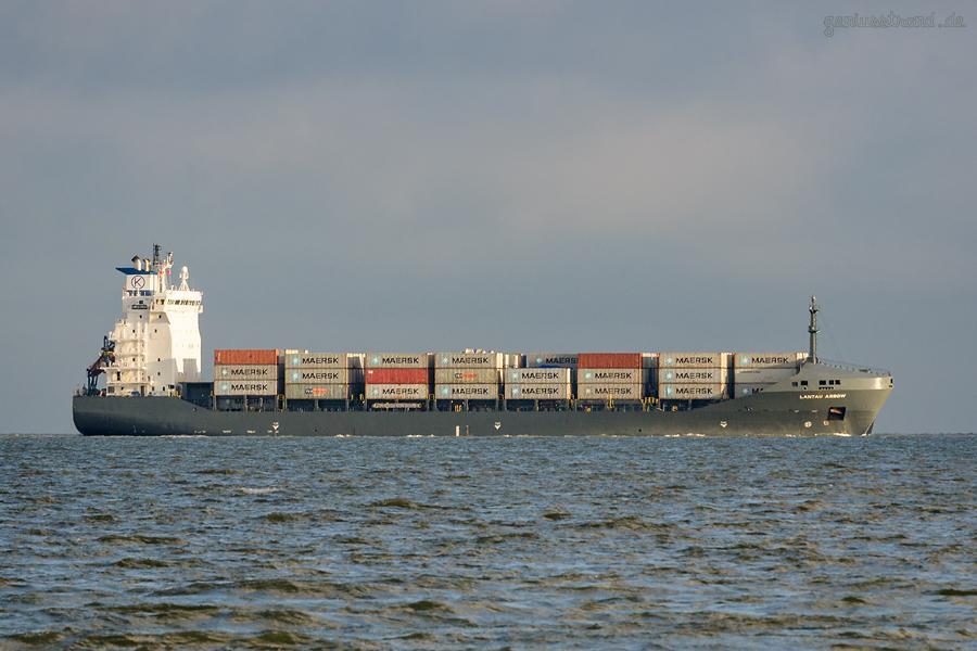 JADEWESERPORT: Containerschiff LANTAU ARROW (L 159 m)