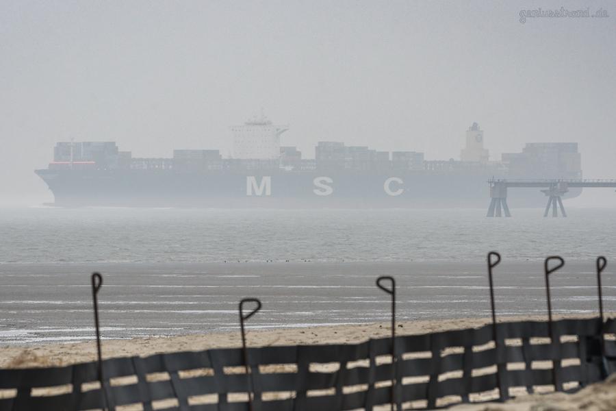 Containerschiff MSC VENICE (L 399 m) kommend vom JadeWeserPort Wilhelmshaven