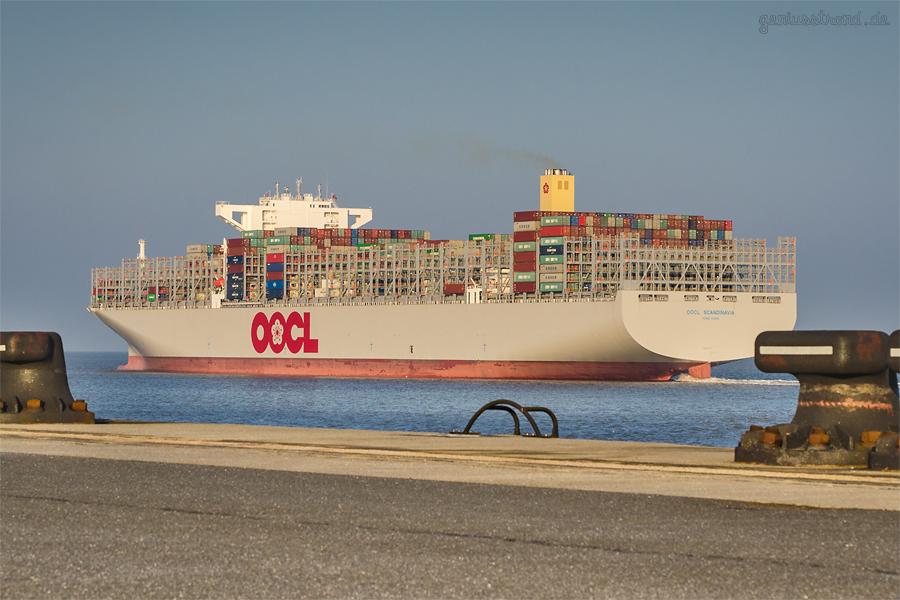 JADEWESERPORT Abfahrten: Containerschiff OOCL SCANDINAVIA (L 400 m) auf Jungfernfahrt