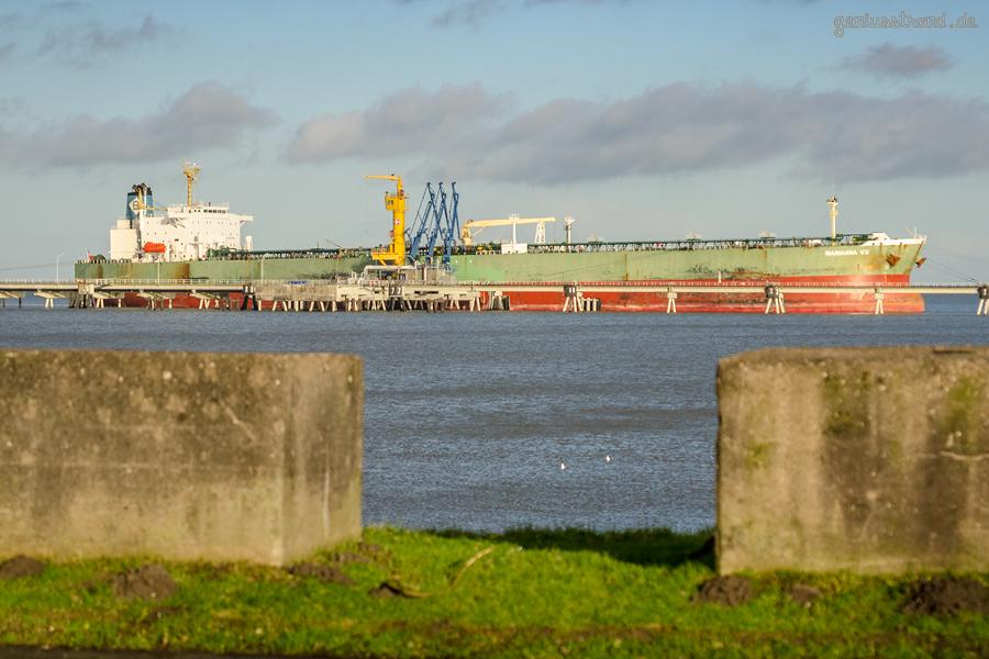 Ölhafen Wilhelmshaven: Tanker MARIANNA V. V. (L 239 m) am Anleger Nr. 1 der NWO