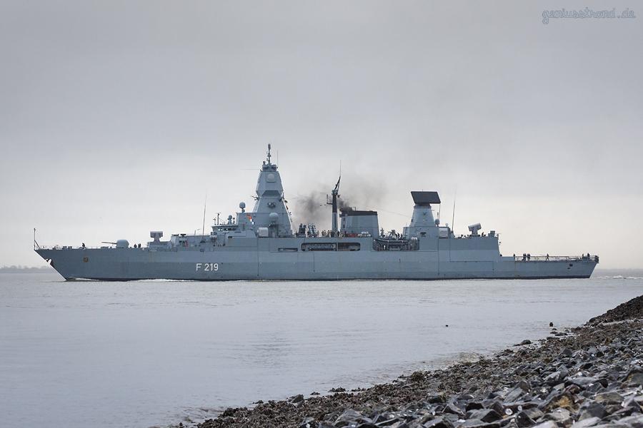 Marinestützpunkt Wilhelmshaven: Fregatte SACHSEN (F 219) läuft zur EU-Mission EUNAVFOR MED Sophia aus