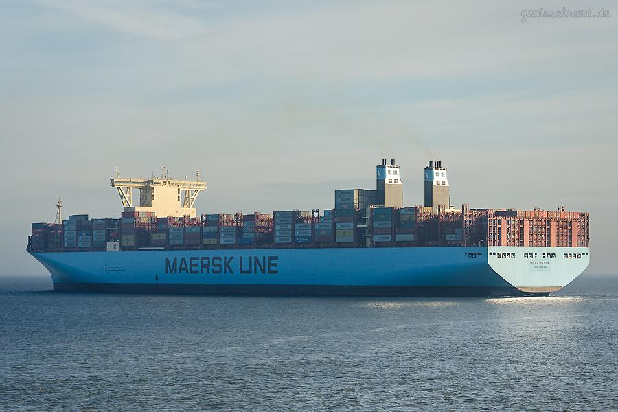 JadeWeserPort Schiffsabfahrten: Triple-E-Klasse MILAN MAERSK (L 400 m) Erstanlauf