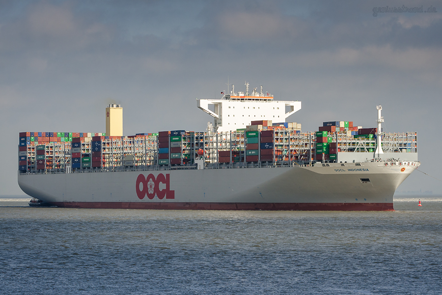 Schiffsankünfte JadeWeserPort: Containerschiff OOCL INDONESIA (L 400 m) auf Jungfernfahrt
