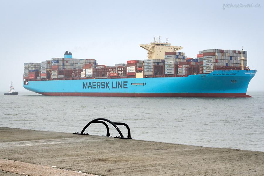 Schiffsankünfte JadeWeserPort: Containerschiff MAERSK HONG KONG (L 353 m)