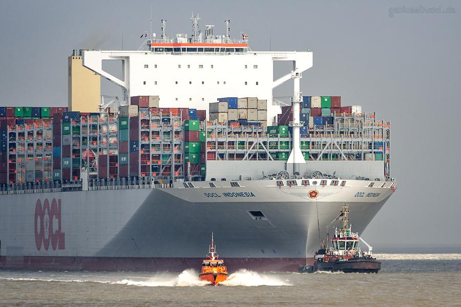 SCHIFFSANKÜNFTE JADEWESERPORT: Containerschiff OOCL INDONESIA (L 400 m) beim Erstanlauf