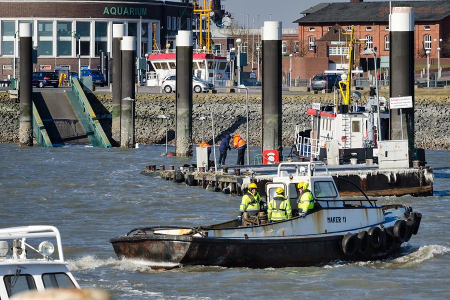WILHELMSHAVEN: Mittelbrücke im Flut- und Pontonhafen Nassauhafen abgesoffen