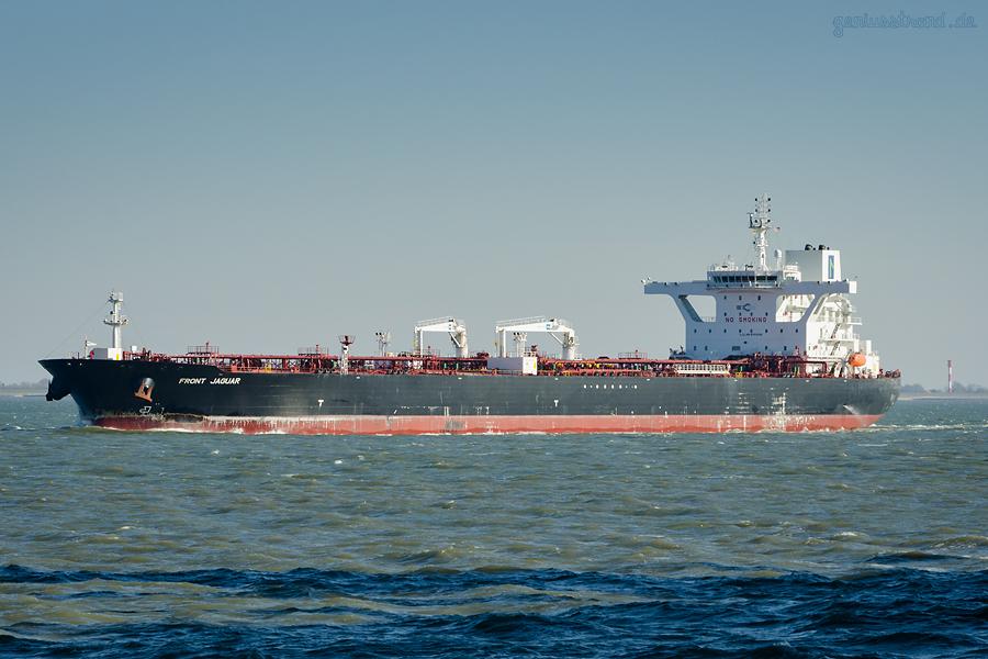 WILHELMSHAVEN SCHIFFSABFAHRTEN: Tanker FRONT JAGUAR (L 252 m) auslaufend