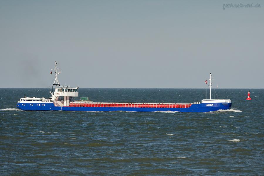 Schiffsbilder Wilhelmshaven: Frachtschiff MISKA (L 80 m) einlaufend