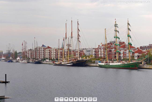 Panoramabild vom Bontekai - Segelschiffe JadeWeserPort-Cup 2010