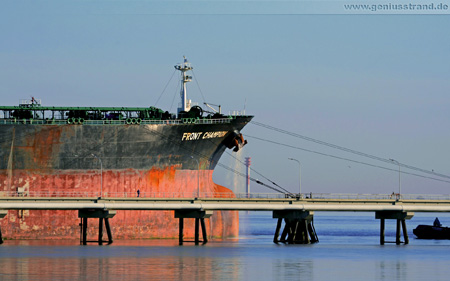 Hintergrundbild - Supertanker Front Champion in Wilhelmshaven