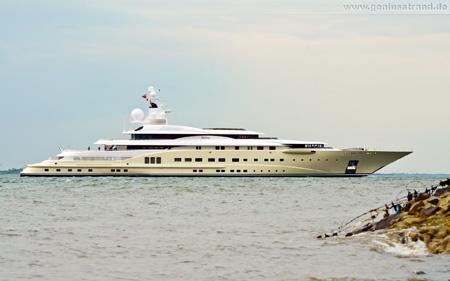 Hintergrundbild - Luxusyacht/Gigayacht Pelorus bei Wilhelmshaven auf der Jade