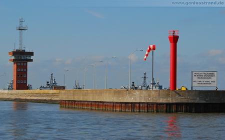 Hintergrundbild - Ostmole vom Neuen Vorhafen - Marinehafen Wilhelmshaven