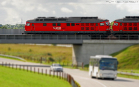Hintergrundbild Diesellok Baureihe 232 Ludmilla Railion DB Logistics Eisenbahnbrücke - Tilt-Shift-Aufnahme