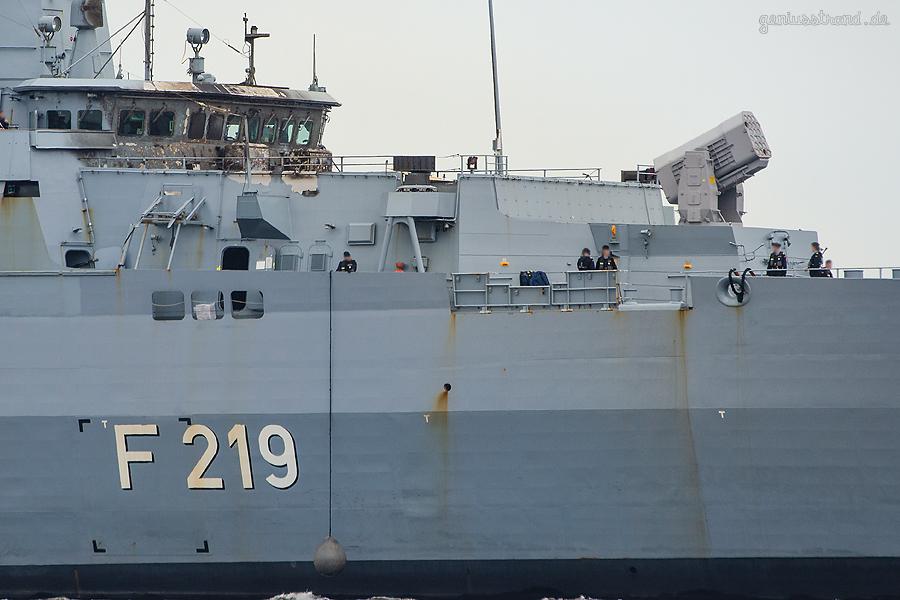 MARINESTÜTZPUNKT WILHELMSHAVEN: Fregatte SACHSEN (F 219) nach Unfall im Heimathafen angekommen