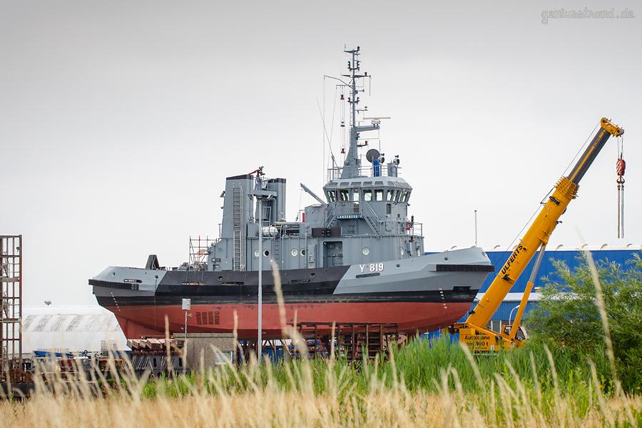 WILHELMSHAVEN: Marineschlepper LANGENESS (Y 819) liegt in der Neuen Jadewerft