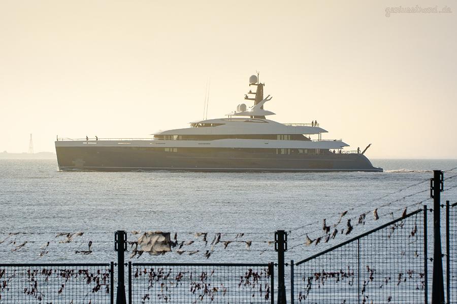 Luxusyacht ELANDESS (L 75 m) startet von Wilhelmshaven aus zur Werfterprobungsfahrt