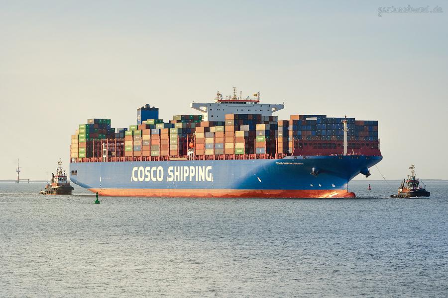 JADEWESERPORT: Containerschiff COSCO SHIPPING DENALI (L 366 m) auf Jungfernfahrt