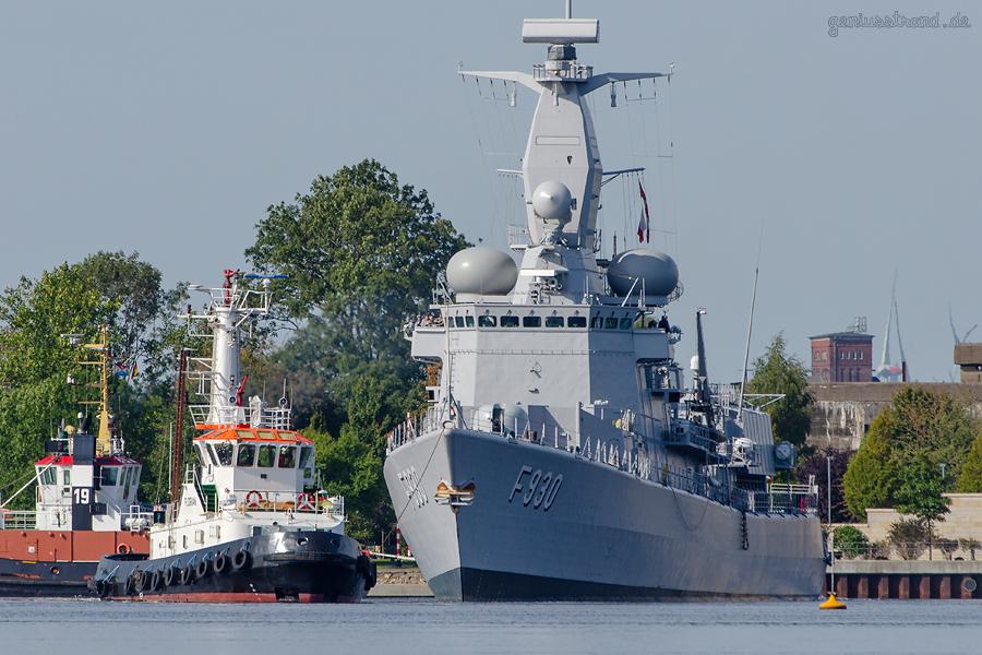 WILHELMSHAVEN ENTMAGNETISIERUNGSSCHLEIFE: Fregatte LEOPOLD I (F 930) im Großen Hafen