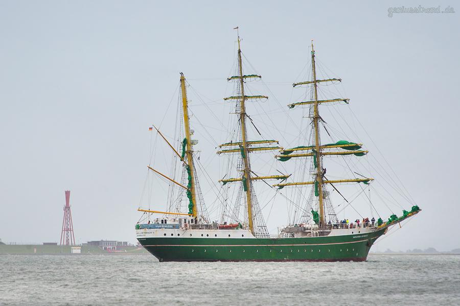 WILHELMSHAVEN: Segelschulschiff ALEXANDER VON HUMBOLDT II in der Jadebucht