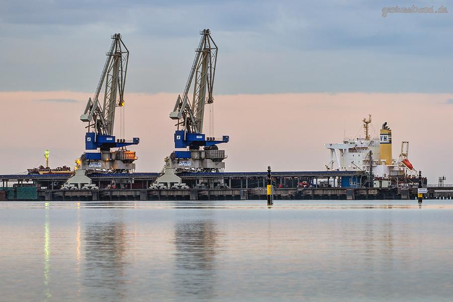 BULK TERMINAL WILHELMSHAVEN (BTW): Bulk Carrier VENUS HERITAGE am Außenanleger
