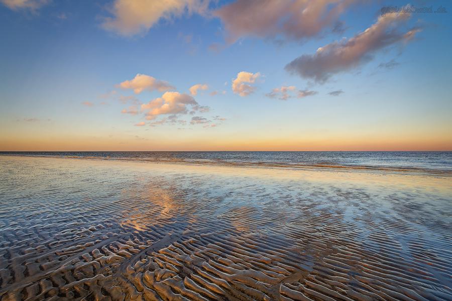 GEZEITEN HOOKSIEL: Sonnenuntergang bei Ebbe am Hooksieler Strand