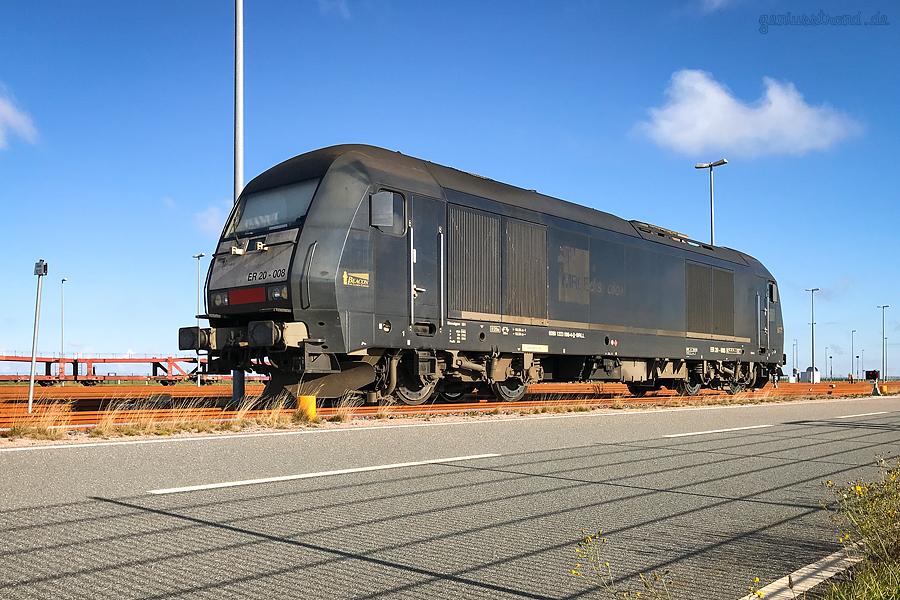 GLEISANBINDUNG JADEWESERPORT: Diesellok (223 008-4) der Beacon Rail Leasing Limited