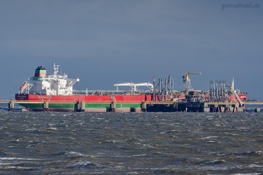 WILHELMSHAVEN: Tanker SKS DONGGANG liegt am WRG-Offshore-Anleger