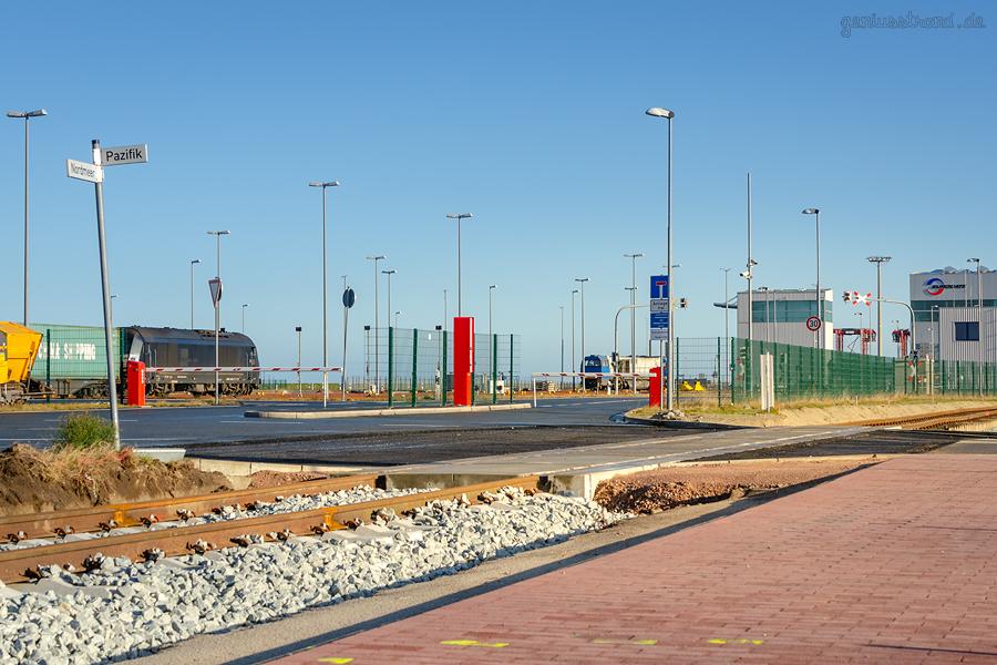 JADEWESERPORT GÜTERVERKEHRSZENTRUM (GVZ: Neuer Bahnübergang für die Hafenbahn