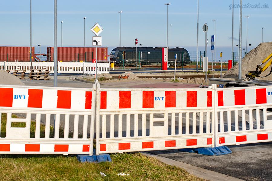JADEWESERPORT Güterverkehrszentrum: Die Gleisbaustelle Höhe Bahnübergang