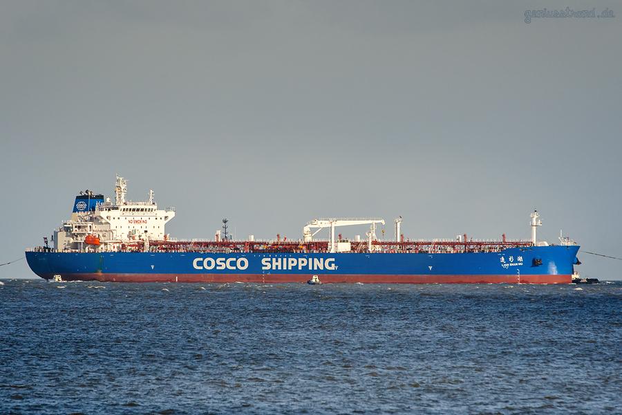 SCHIFFSBILDER WILHELMSHAVEN: Tanker LIAN SHAN HU (Cosco Shipping) im Anlauf