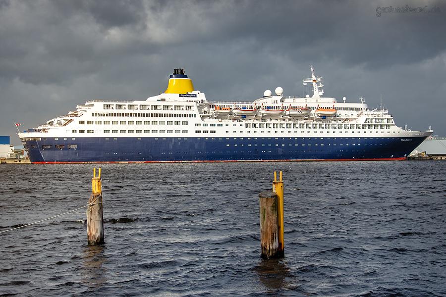 WILHELMSHAVEN NORDHAFEN: Kreuzfahrtschiff SAGA SAPPHIRE am Hannoverkai