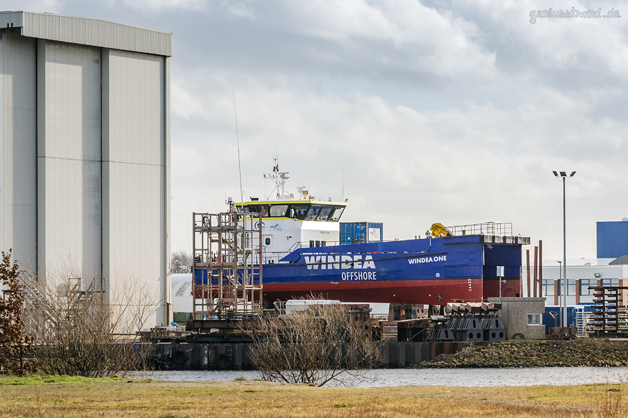 WILHELMSHAVEN WERFT: Crew Transfer Vessel WINDEA ONE auf der Slipanlage