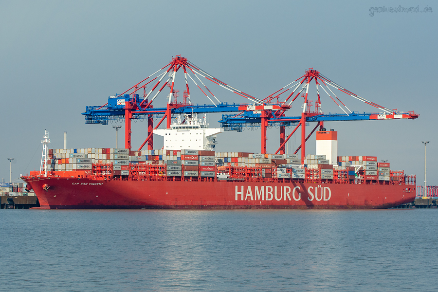 JADEWESERPORT: Hamburg Süd Containerschiff CAP SAN VINCENT am Containerterminal