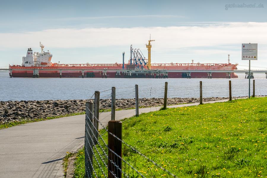 Wilhelmshaven NWO-Tankerlöschbrücke: Tanker NORDIC BREEZE am Löschkopf Nr. 4