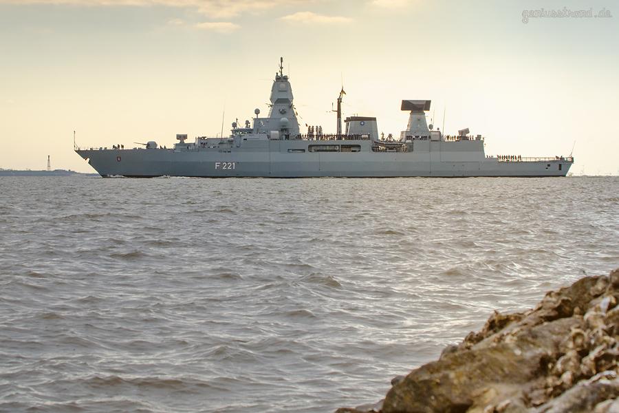 MARINESTÜTZPUNKT WILHELMSHAVEN: Fregatte HESSEN (F 221) läuft zum NATO-Einsatz aus