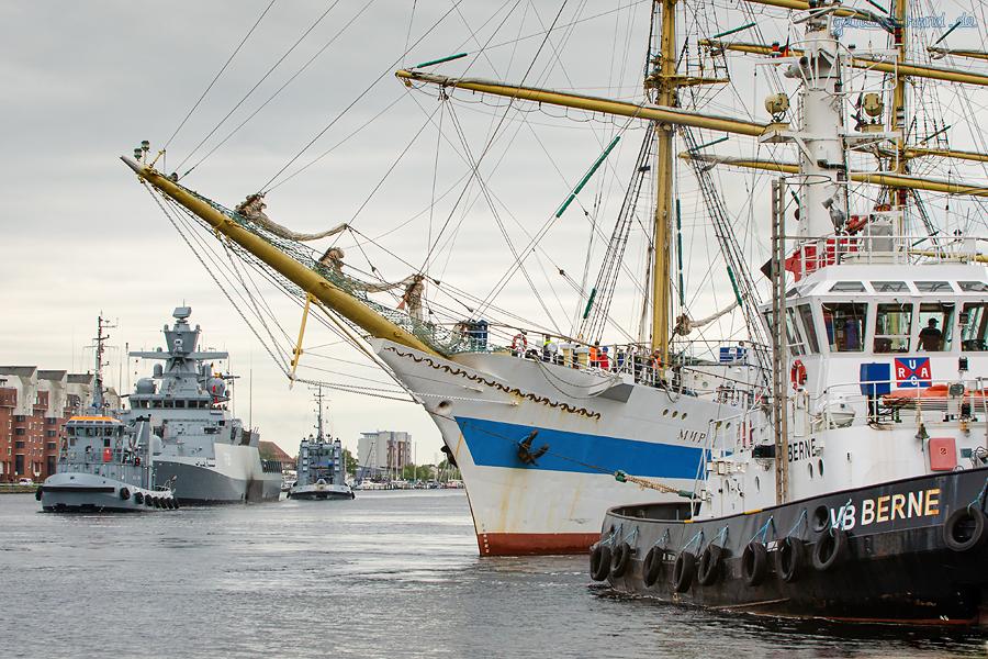 WILHELMSHAVEN: Korvette MAGDEBURG (F 261) und das russische Segelschulschiff MIR