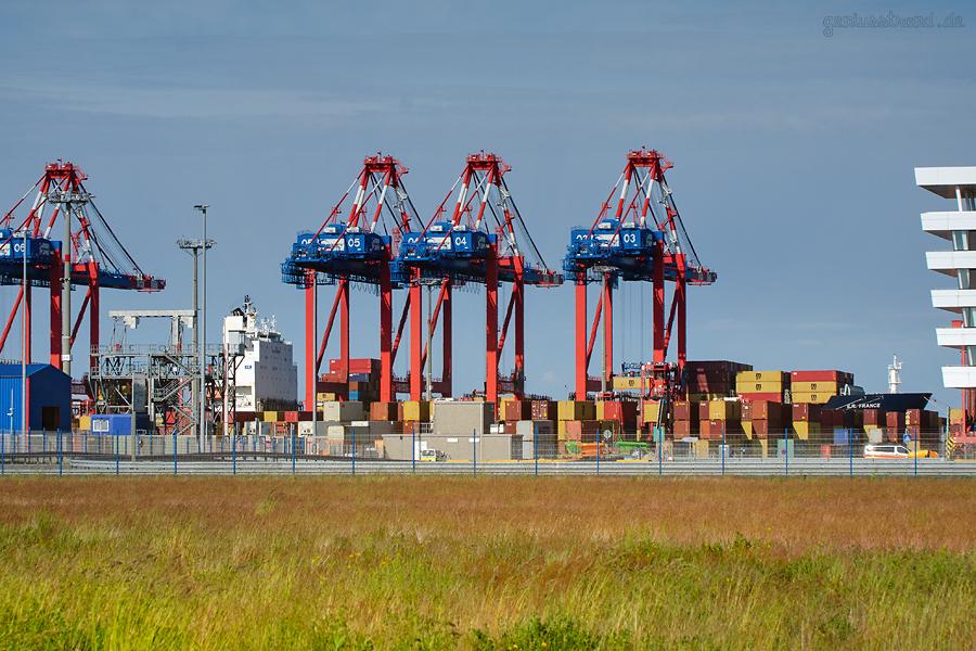 SCHIFFSANKUNFT JADEWESERPORT: Containerschiff E. R. FRANCE am Containerterminal
