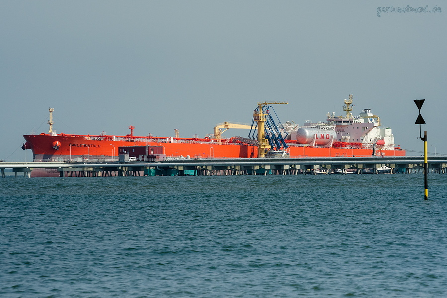 SCHIFFSANKÜNFTE WILHELMSHAVEN: Tanker EAGLE BINTULU am Anleger Nr. 2 der NWO