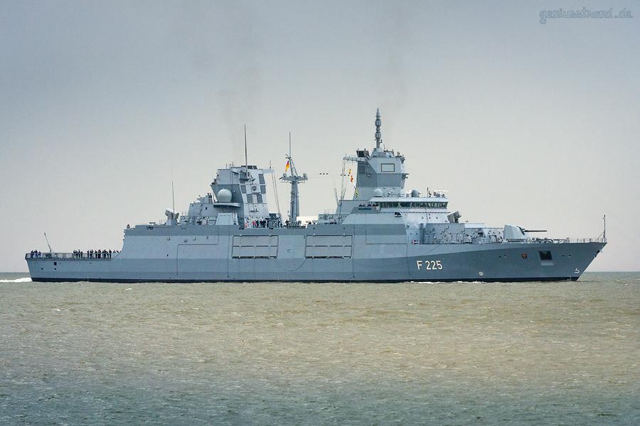 WILHELMSHAVEN: Fregatte RHEINLAND-PFALZ (F 225) läuft ihren zukünftigen Heimathafen an