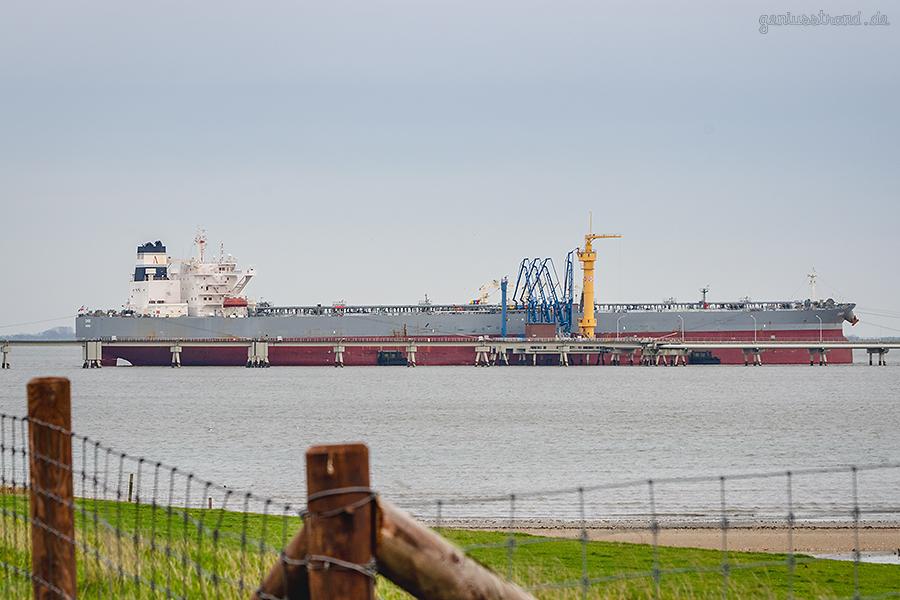 WILHELMSHAVEN ÖLHAFEN: Tanker CHIOS löscht 138.800 t Öl am Anleger Nr. 4 Der NWO