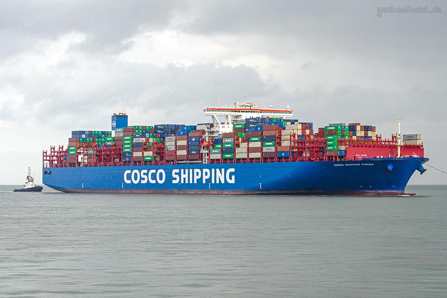 Schiffsankünfte JadeWeserPort: Containerschiff COSCO SHIPPING PISCES