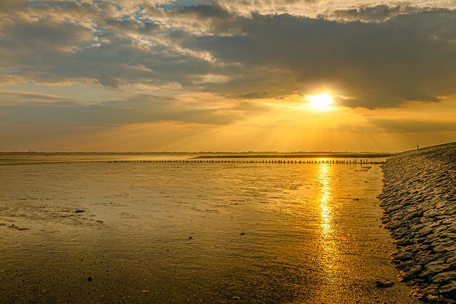 WILHELMSHAVEN: Sonnenuntergang im Wattenmeer