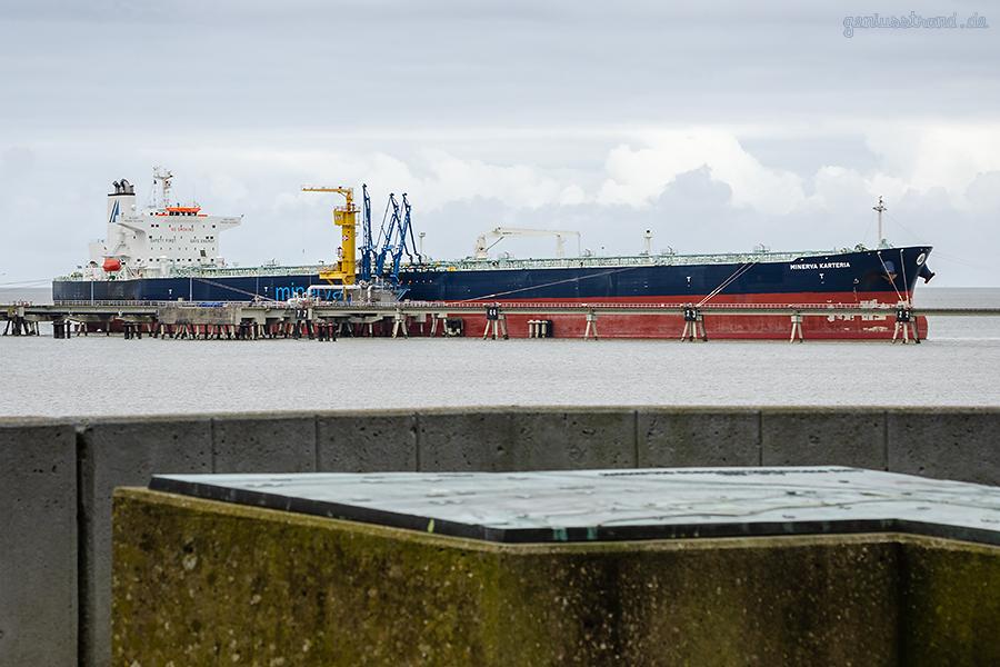 Wilhelmshaven Ölhafen: Tanker MINERVA KATERIA am NWO-Anleger Nr. 1
