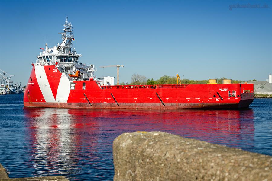 WILHELMSHAVEN AUFLIEGER: Offshore-Versorger VOS PATRIOT im Ausrüstungshafen