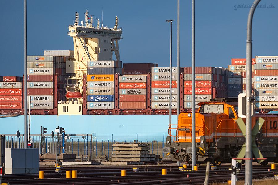 JADEWESERPORT SCHIFFSANKÜNFTE: Containerschiff MUMBAI MAERSK einlaufend