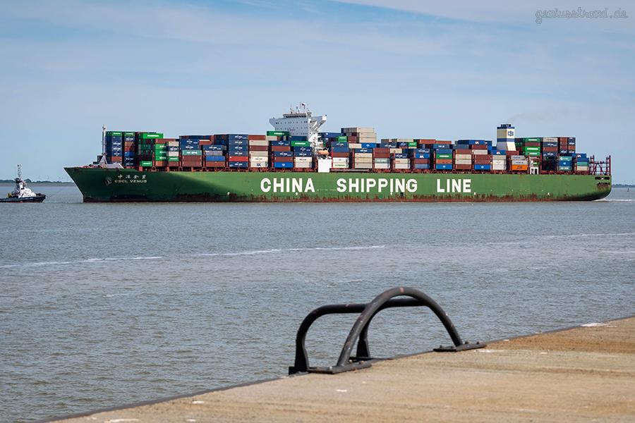 JADEWESERPORT ABFAHRTEN: Containerschiff CSCL VENUS auslaufend