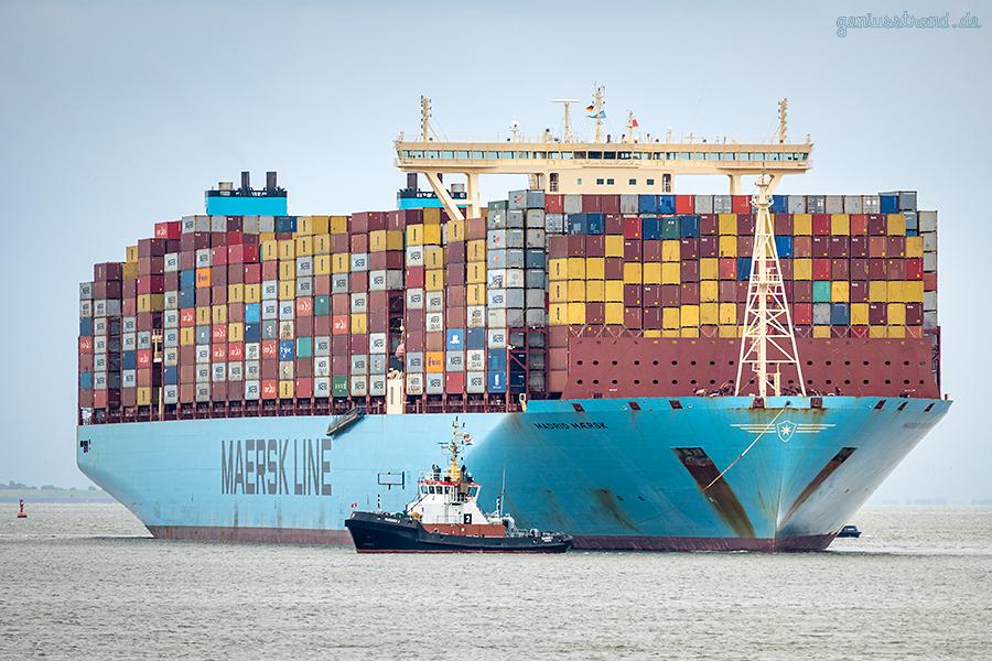 JADEWESERPORT Schiffsabfahrten: Triple-E-Klasse MADRID MAERSK auslaufend